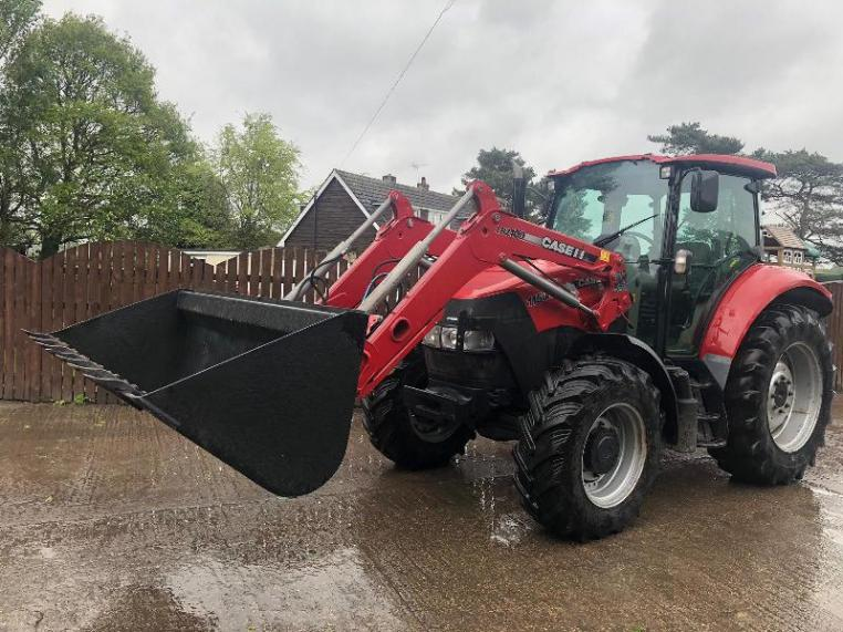 CASE 115 U 4WD TRACTOR CW CASE LRZ100 LOADER MUD & BUCKET  ( YEAR 2014 )