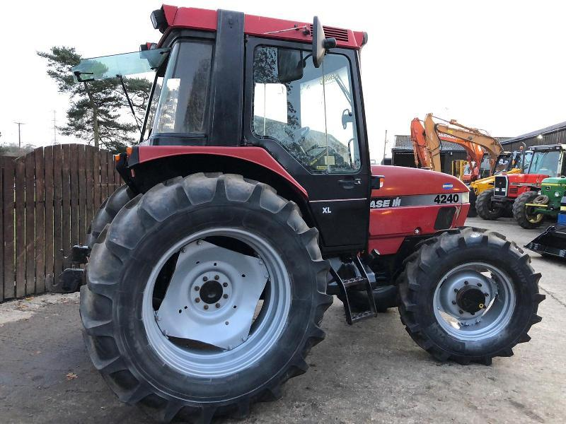 CASE 4240 4WD TRACTOR