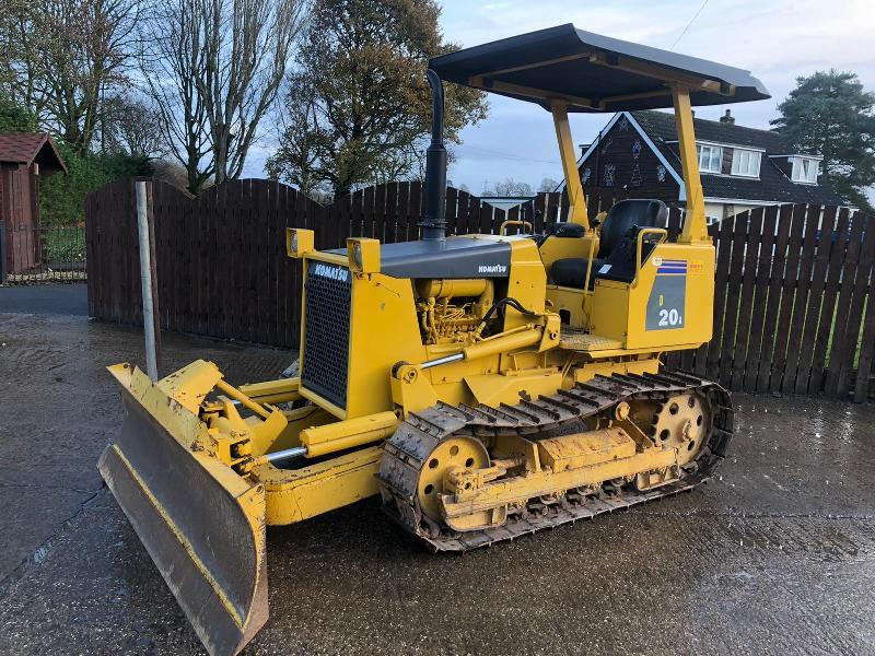 KOMATSU D20A-6 DOZER C/W 4 WAY BLADE * ONLY 3439 HOURS * PLEASE SEE VIDEO *