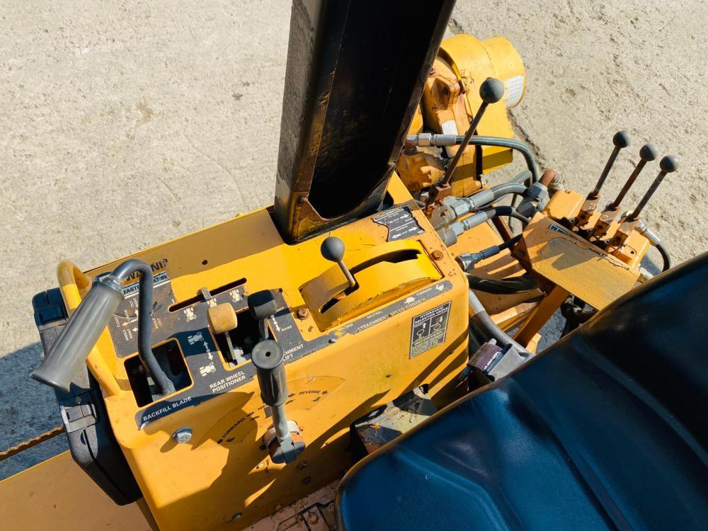 CASE 6055 ASTEC TRENCHER C/W 4WS & REAR VIBRATING RIPPER * ONLY 718 HOURS *