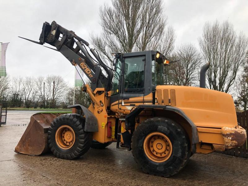 CASE 621DXT LOADING SHOVEL C/W BUCKET & TINES * PLEASE SEE VIDEO *