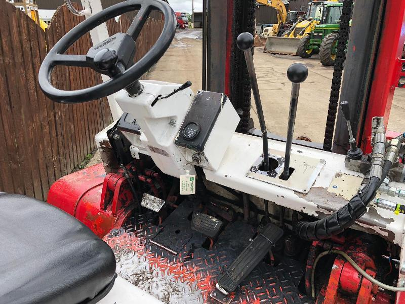 NISSAN 4 TONE FORK LIFT CW 4 X AUXILIARY & 24V JUMP PACK