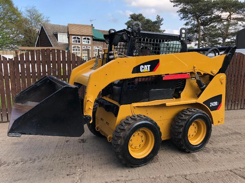 CAT 242B3 HIGH LIFT SKIDSTEER ** ONLY 2285 HOURS ** ( YEAR 2012 ) ( PLEASE SEE VIDEO )
