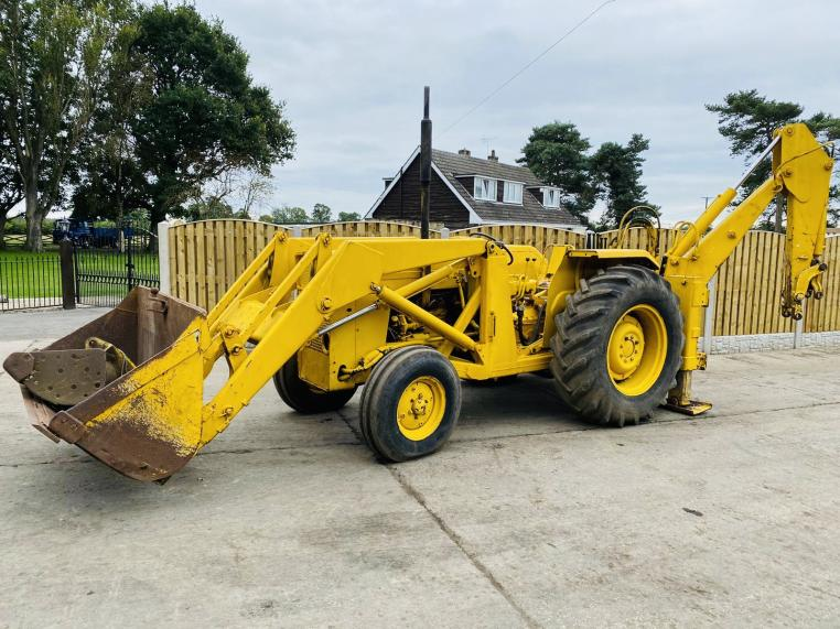 MASSEY FERGUSON 50 BACK HOE DIGGER C/W SELECTION OF BUCKETS