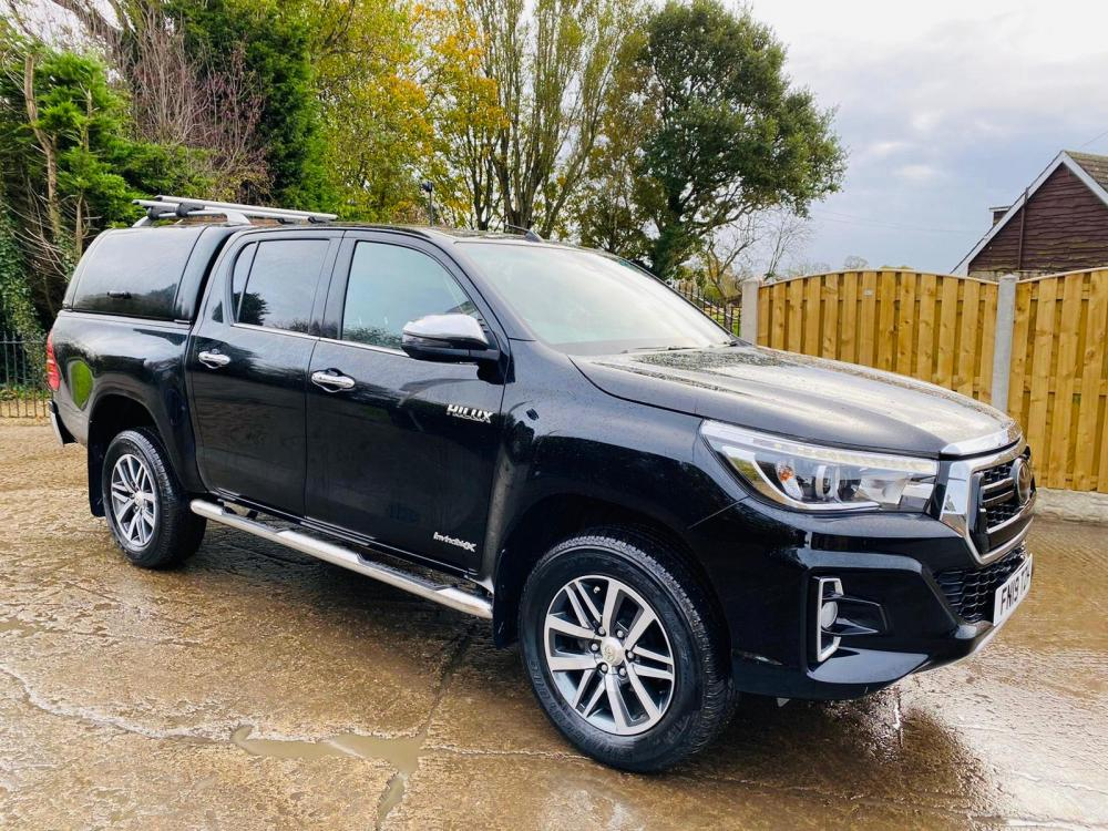 TOYOTA HILUX INVINCIBLE X PICK UP * YEAR 2019 * NO VAT *