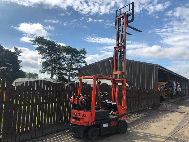 TOYOTA 1.5 CONTAINER SPECIFICATION GAS FORK LIFT