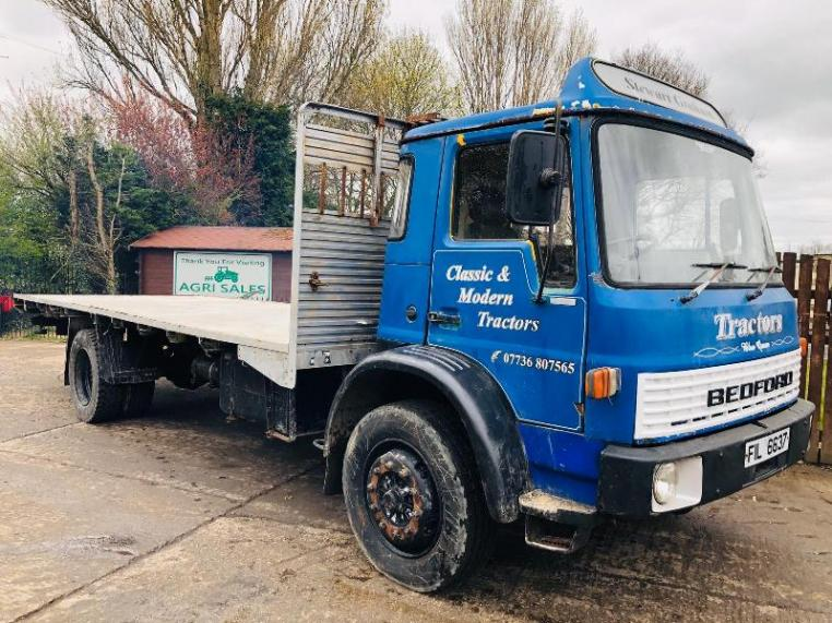 BEDFORD TL 4X2 FLATBED LORRY * YEAR 1982 *
