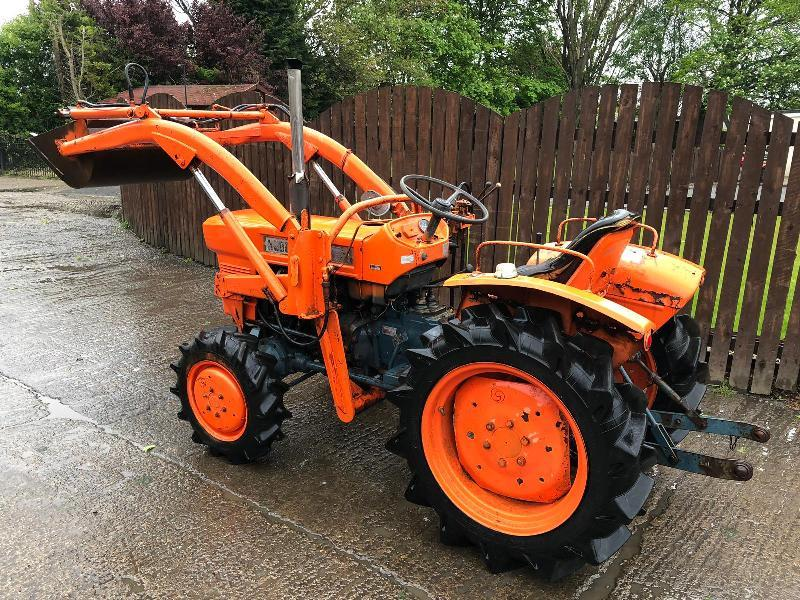 KUBOTA L1500D 4WD TRACTOR CW FRONT LOADER
