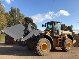 BELL L2106E LOADING SHOVEL ( YEAR 2013 ) * PLEASE SEE VIDEO * SEE VIDEO *