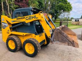 GEHL 4640 SKIDSTEER ( YEAR 2014 ) * ONLY 978 HOURS * PLEASE SEE VIDEO *
