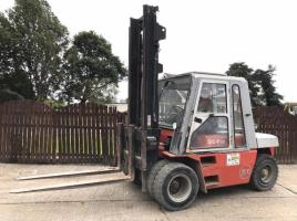 BT SID P60 DIESEL FORKLIFT ( YEAR 2005 ) * ONLY 2874 HOURS * ( PLEASE SEE VIDEO )