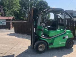 CESAB DRAGO 300 FORK LIFT ( YEAR 2004 ) **ONLY 2614 HOURS**