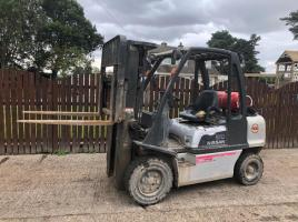 NISSAN 30 GAS FORK LIFT CONTAINER SPEC ( YEAR 2009 )