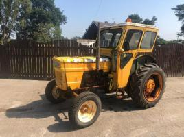 FIAT 450 TRACTOR C/W DUNCAN CAB NON RUNNER ( PROJECT )
