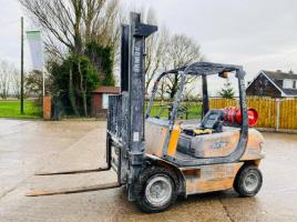 SAMUK 3F25L FORKLIFT C/W SIDE SHIFT