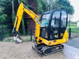 JCB 8015 MINI DIGGER C/W OFF SET BOOM AND BLADE