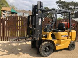 CATERPILLAR GP25K GAS FORK LIFT ( PLEASE SEE VIDEO )