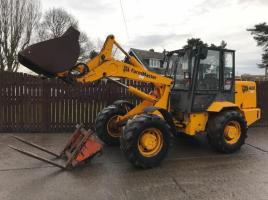 JCB 408 FARM MASTER CW BUCKET AND TINES