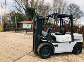 HALLA HDF/45A 4.4 TON DIESEL FORK LIFT * CONTAINER SPECIFICATION *