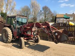 INTERNATIONAL 484 TRACTOR CW QUICKE 2560 LOADER ** ONE OWNER FROM NEW **