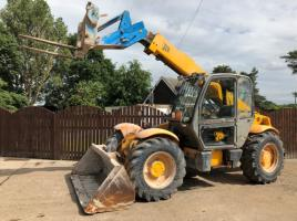 JCB 530-70 CW BUCKET AND PALLET TINES
